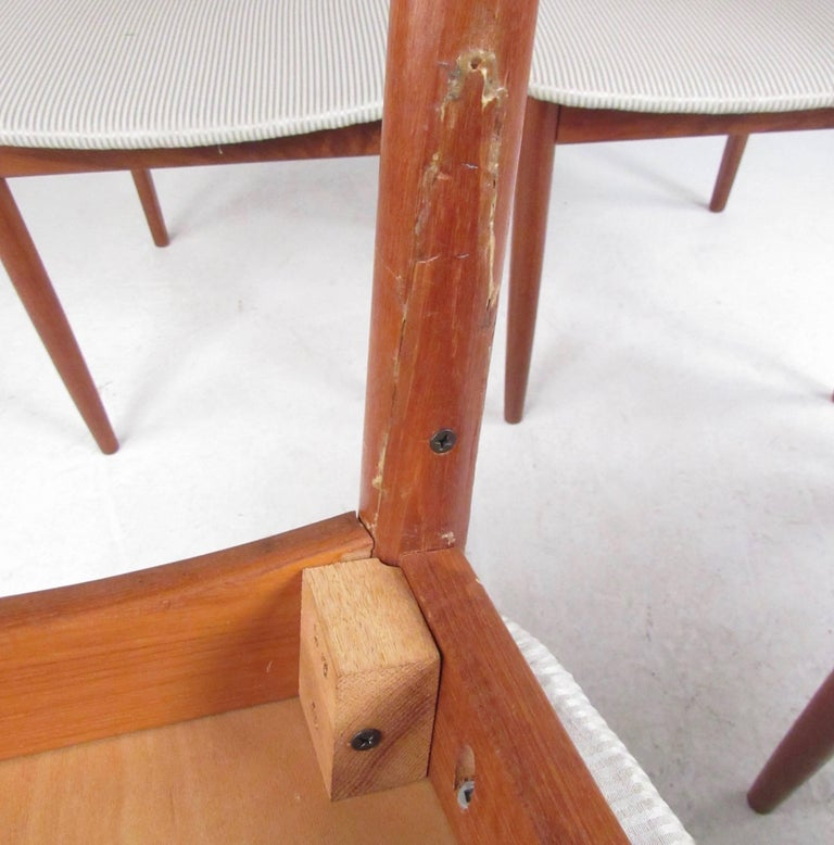 Set of Four High Back Teak Dining Chairs In Fair Condition For Sale In Brooklyn, NY