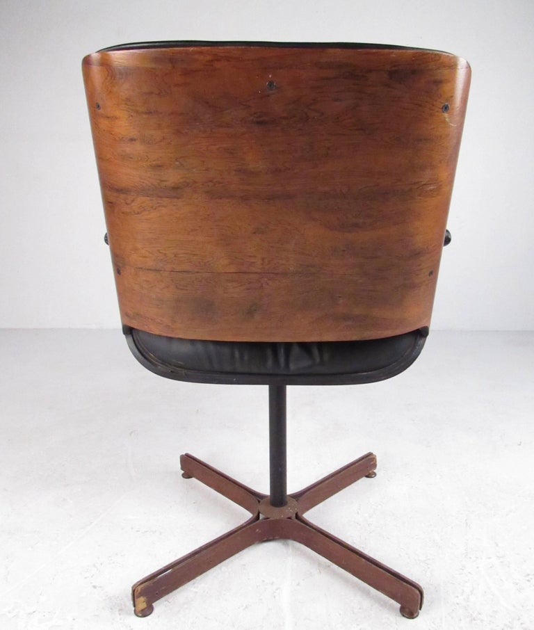 Mid century modern swivel leather armchair for sale at 1stdibs for Mid century modern leather chairs