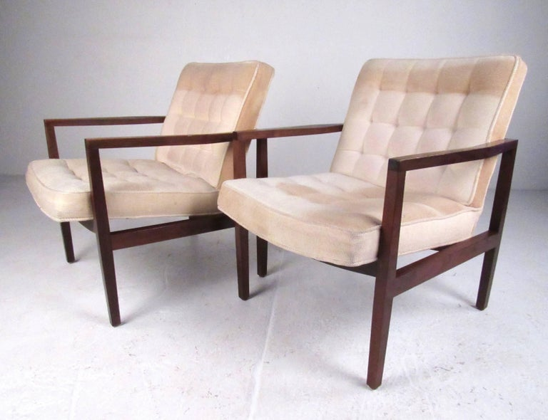 Mid-Century Modern Stylish Pair of Midcentury Knoll Style Lounge Chairs For Sale