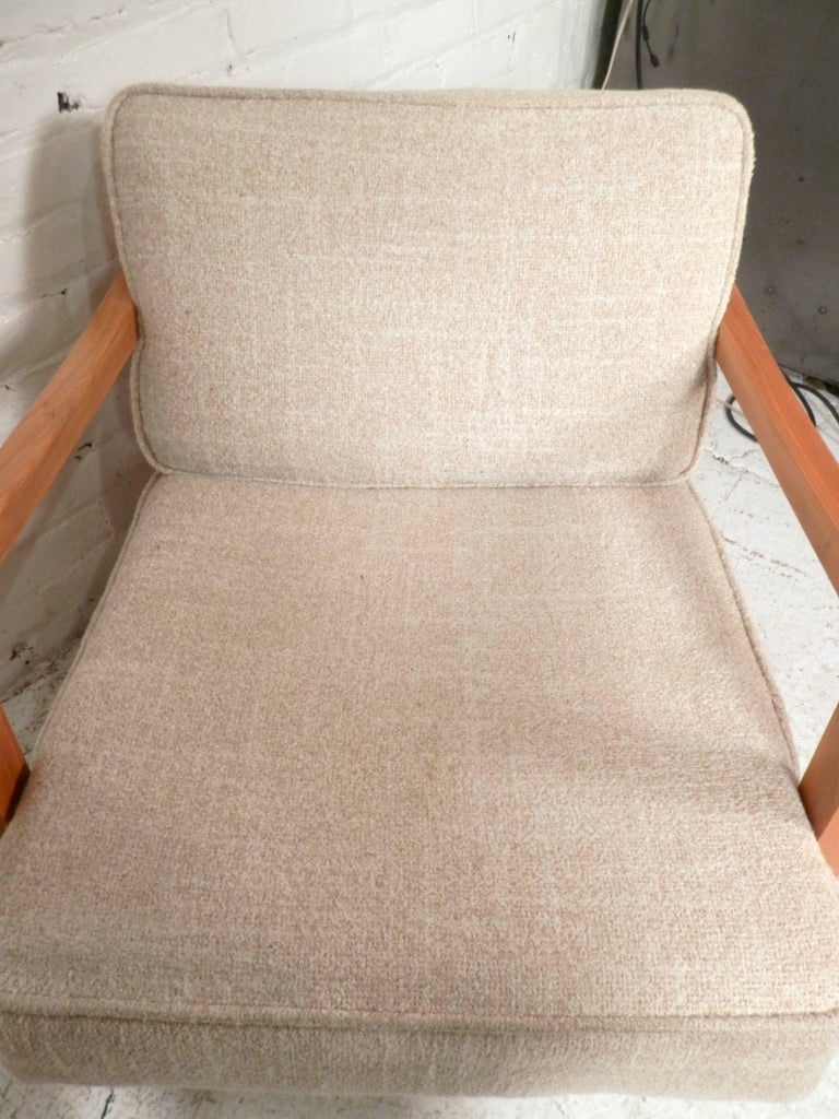 Mid-20th Century Pair of Midcentury Lounge Chairs For Sale