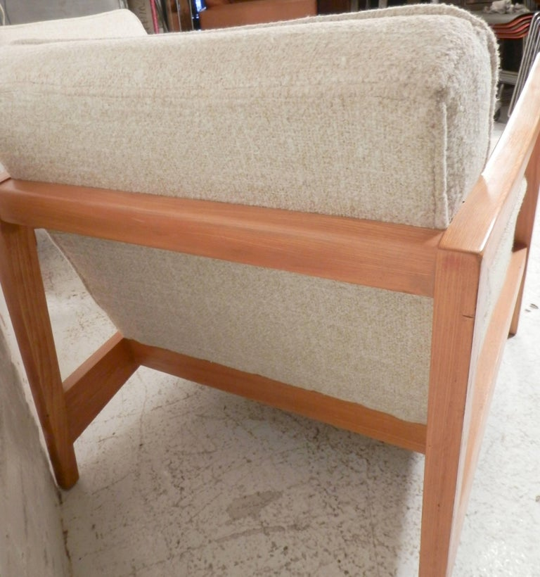 Pair of Midcentury Lounge Chairs For Sale 3