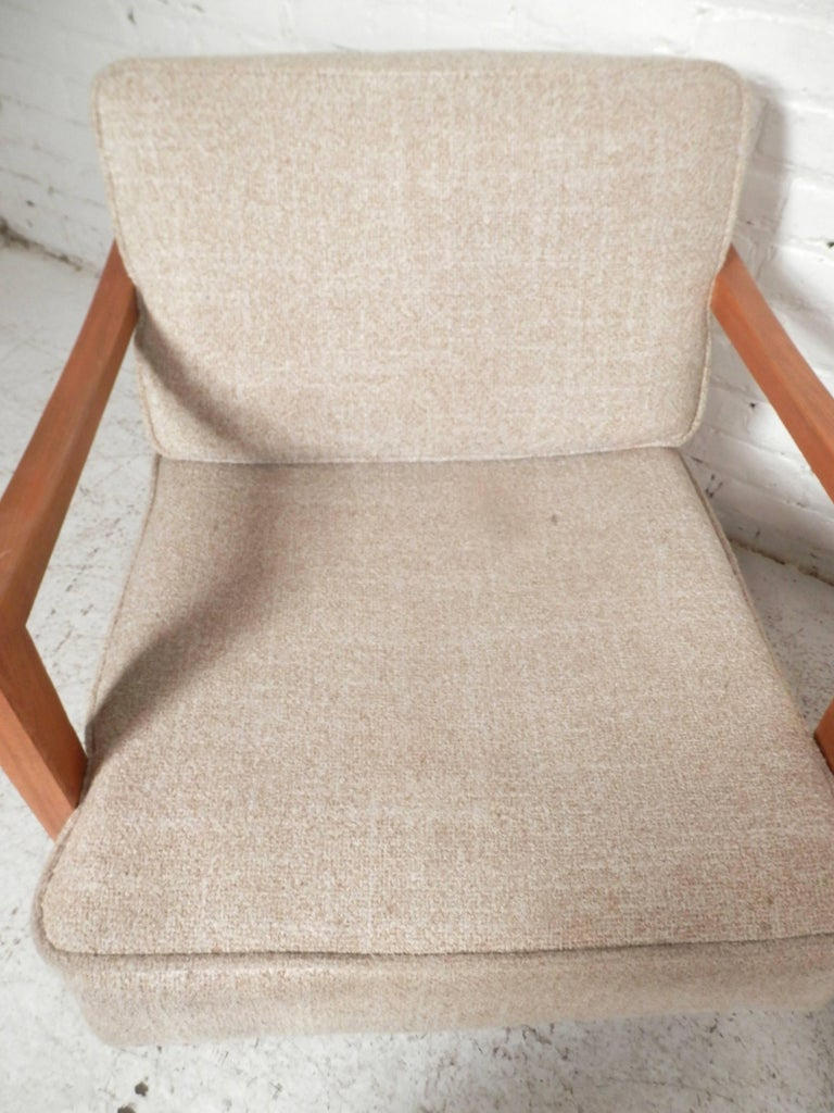 Pair of Midcentury Lounge Chairs In Good Condition For Sale In Brooklyn, NY