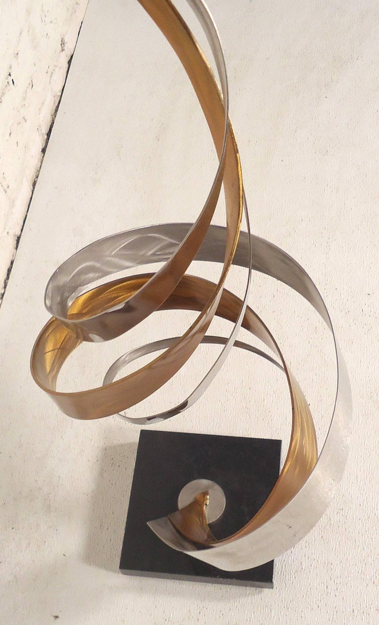Decorative Brass and Chrome Swirl Sculpture In Good Condition For Sale In Brooklyn, NY
