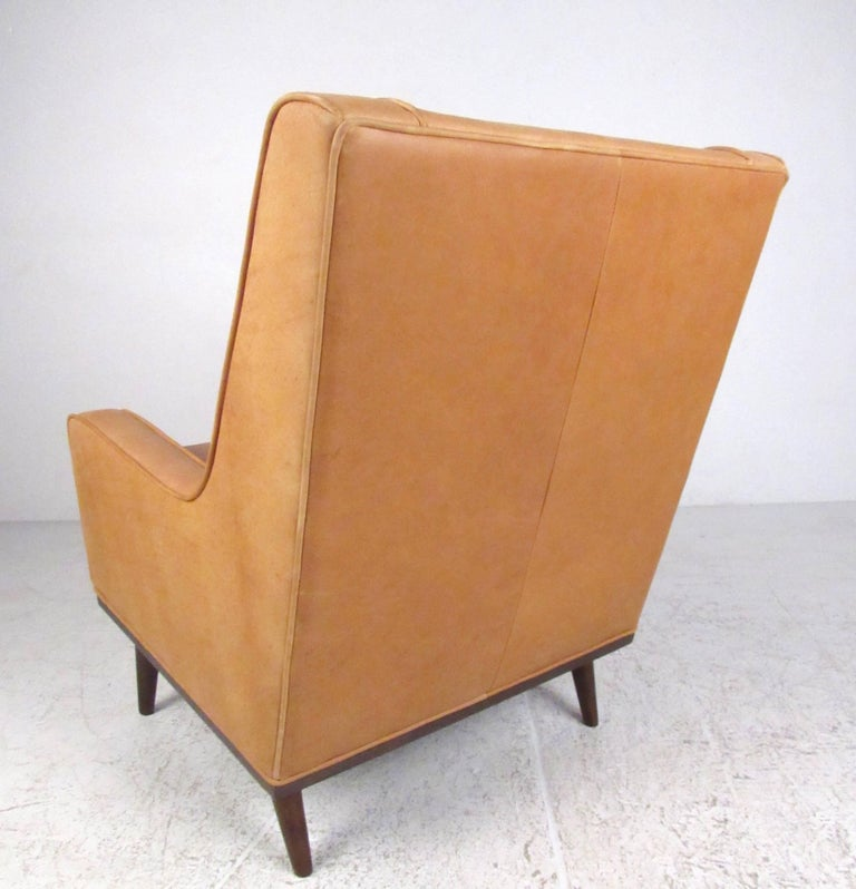 Pair of Stylish Modern Tufted Leather Lounge Chairs For Sale 2