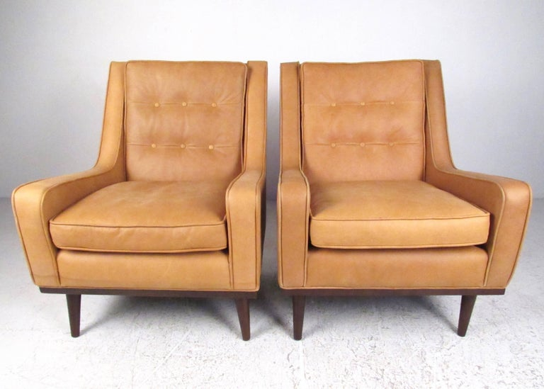 Mid-Century Modern Pair of Stylish Modern Tufted Leather Lounge Chairs For Sale