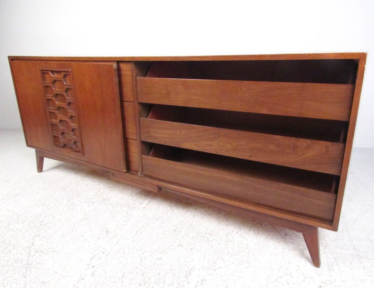 American Stylish Vintage Walnut Bedroom Suite with Sculpted Front Detail For Sale