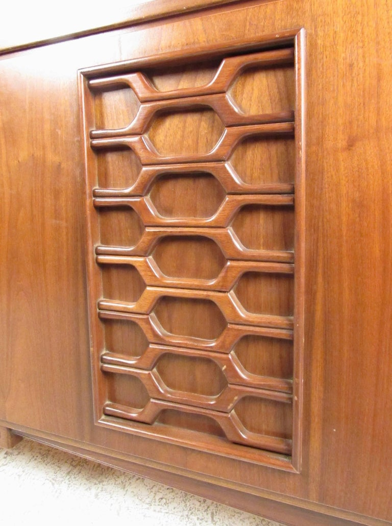 Stylish Vintage Walnut Bedroom Suite with Sculpted Front Detail For Sale 1