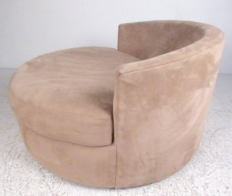 Mid-Century Modern Stylish Modern Swivel Lounge Chair after Adrian Pearsall For Sale