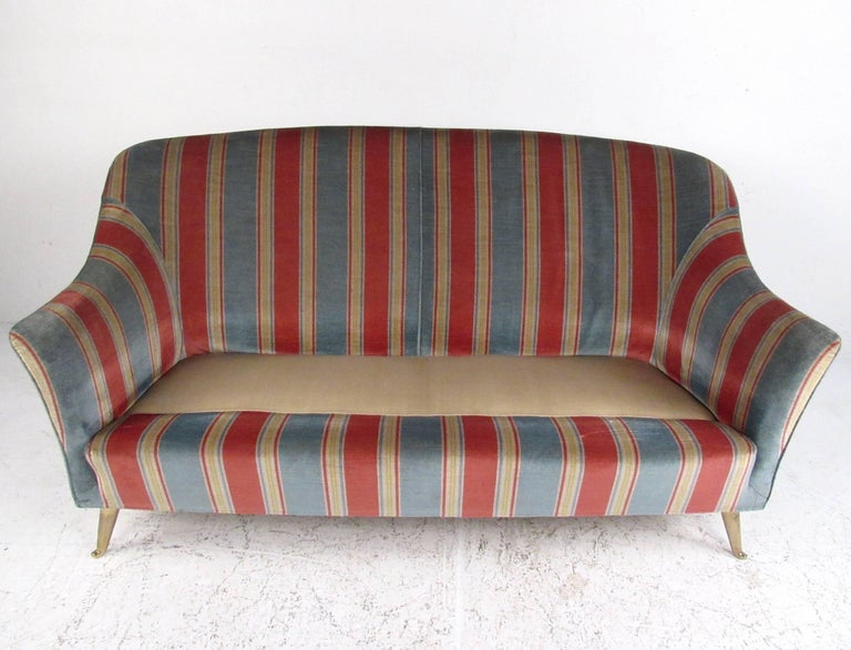 Italian Modern Gio Ponti Style Two-Seat Sofa In Good Condition For Sale In Brooklyn, NY