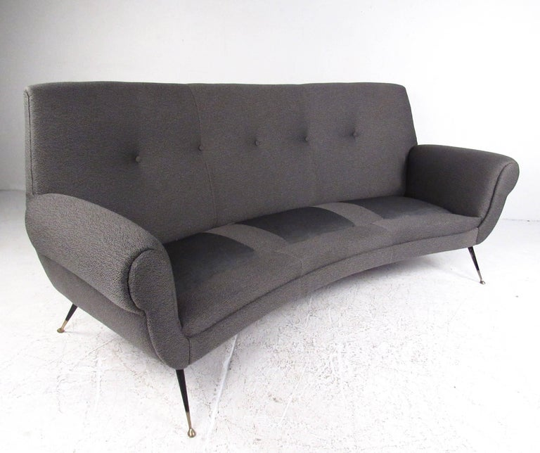 Vintage Italian Modern Sofa by Gigi Radice In Good Condition For Sale In Brooklyn, NY