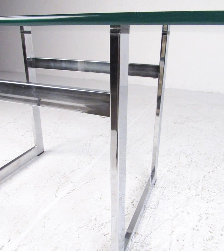 20th Century Pair of Modern Chrome and Glass End Tables For Sale