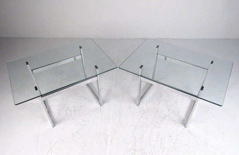 Mid-Century Modern Pair of Modern Chrome and Glass End Tables For Sale