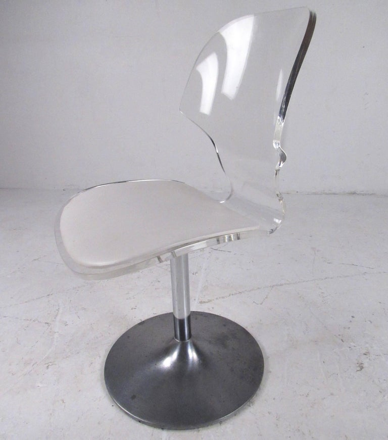 Vintage Modern Lucite Swivel Side Chair In Good Condition For Sale In Brooklyn, NY