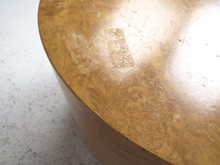 Pair of Mid-Century Modern Cylinder End Tables in Burl Finish For Sale 4