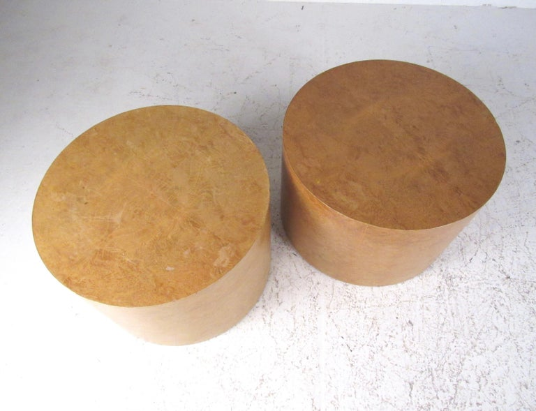 Pair of Mid-Century Modern Cylinder End Tables in Burl Finish In Fair Condition For Sale In Brooklyn, NY