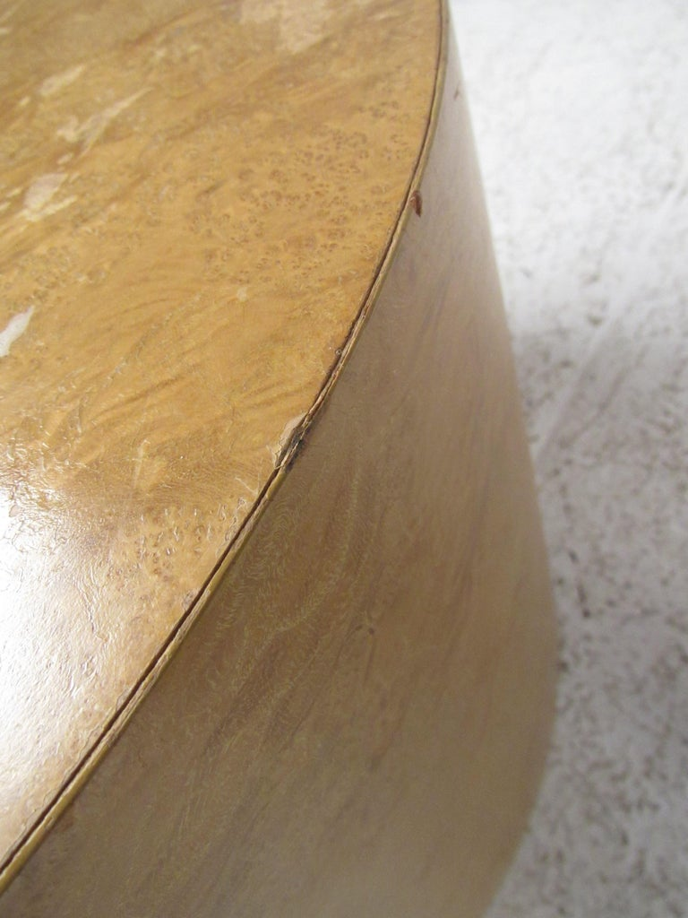 Pair of Mid-Century Modern Cylinder End Tables in Burl Finish For Sale 9