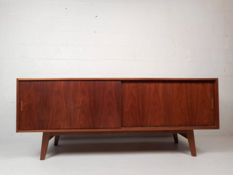 Large Vintage Walnut Credenza Cabinet In Good Condition For Sale In Brooklyn, NY