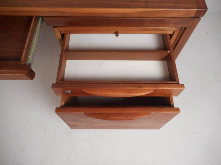 Jens Risom Executive Desk with a Finished Back For Sale 4