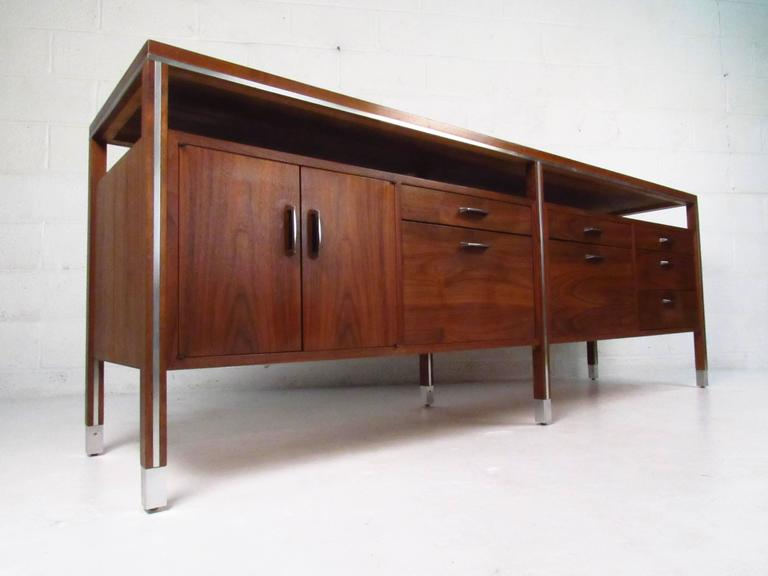 Beau American Mid Century Modern Office Credenza By Directional For Sale