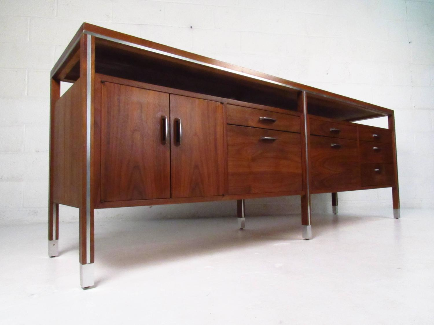 mid century modern office credenza by directional at 1stdibs. Black Bedroom Furniture Sets. Home Design Ideas