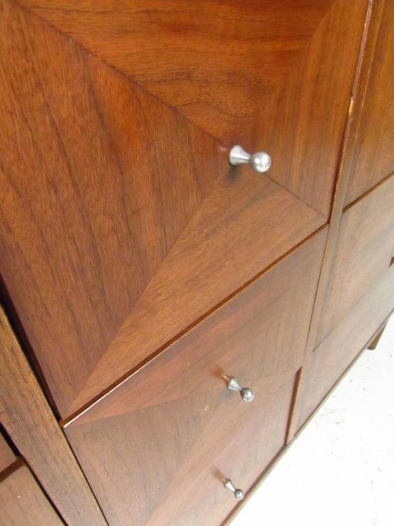 Mid-Century Modern Nine-Drawer Dresser by American of Martinsville For Sale 1