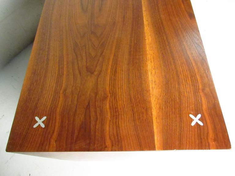Walnut Mid-Century Modern Nine-Drawer Dresser by American of Martinsville For Sale