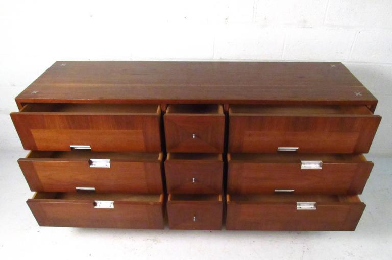 Veneer Mid-Century Modern Nine-Drawer Dresser by American of Martinsville For Sale