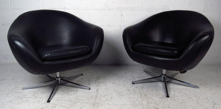 Mid-20th Century Pair of Overman Pod Swivel Chairs For Sale