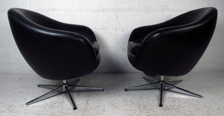 Pair of Overman Pod Swivel Chairs In Good Condition For Sale In Brooklyn, NY