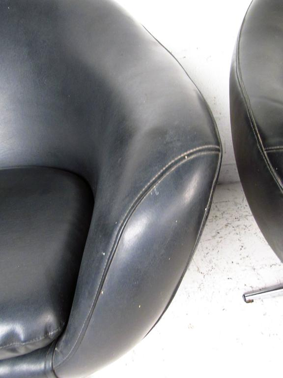 Pair of Overman Pod Swivel Chairs For Sale 3