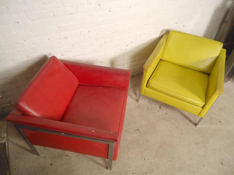 Pair Mid-Century Modern Lounge Chairs, Yellow and Red For Sale 3