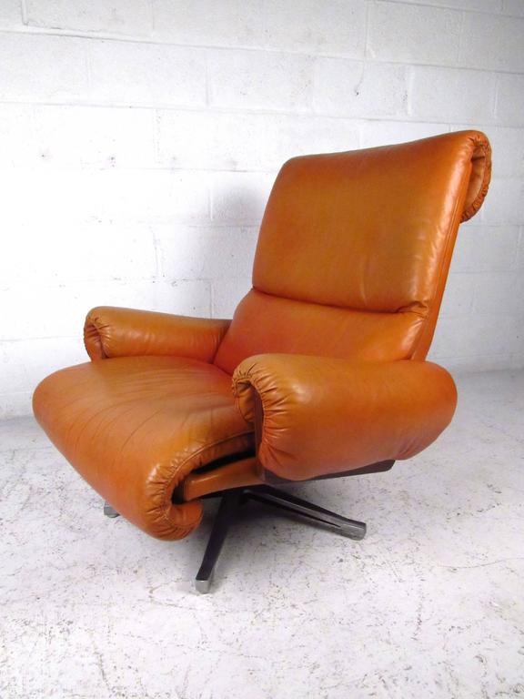 Late 20th Century Pair of Midcentury Style Danish Rosewood and Leather Swivel Lounge Chairs For Sale