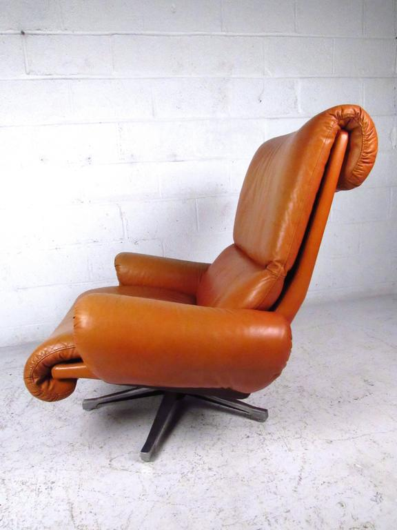Pair of Midcentury Style Danish Rosewood and Leather Swivel Lounge Chairs For Sale 1