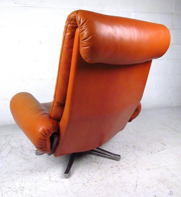Pair of Midcentury Style Danish Rosewood and Leather Swivel Lounge Chairs 3