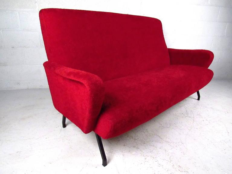 Mid-Century Modern Italian Sofa in the Style of Marco Zanuso For Sale 1