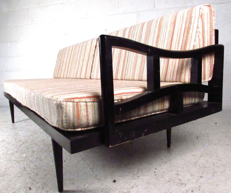 Unique mid century modern daybed settee at 1stdibs for Mid century modern day bed