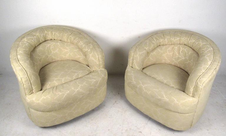 Pair Mid-Century Modern Swivel Lounge Chairs In Good Condition For Sale In Brooklyn, NY