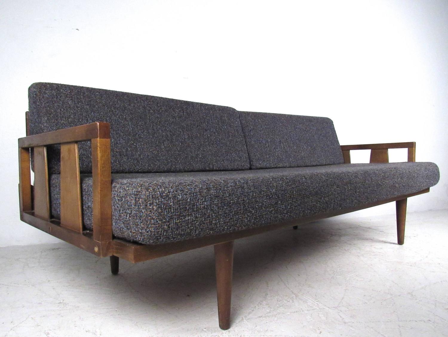 Unique mid century modern daybed sofa at 1stdibs for Modern day furniture