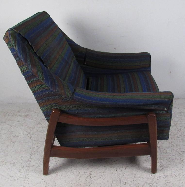 Company Furniture: Vintage Midcentury Rocker By Paoli Chair Co. For Sale At