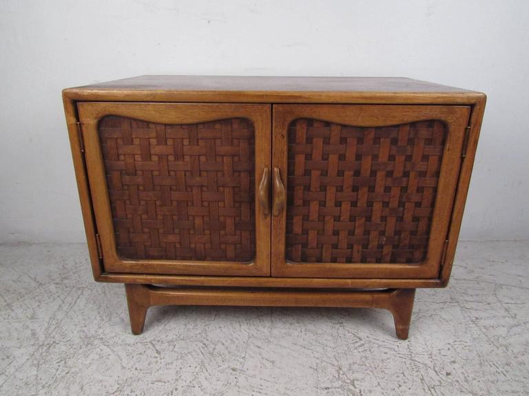 Mid-Century Modern Basket Weave Cabinet by Warren Church for Lane In Good Condition For Sale In Brooklyn, NY