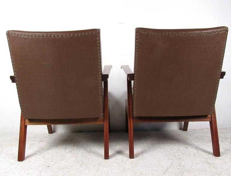 Pair of Unique Mid-Century Modern Italian Floating Armchairs For Sale 1