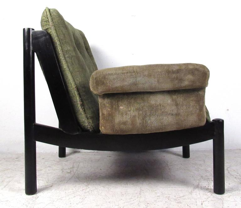 Mid-Century Modern Tufted Side Chair In Good Condition For Sale In Brooklyn, NY
