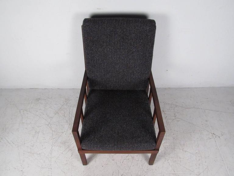 Mid-Century Modern Arm Chair In Good Condition For Sale In Brooklyn, NY