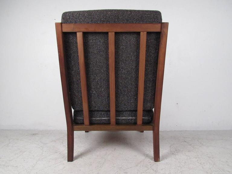 Mid-Century Modern Arm Chair For Sale 1