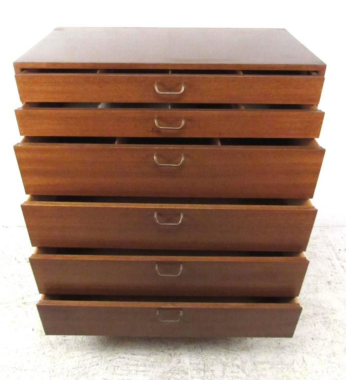 Mid-Century Modern Harvey Probber Chest of Drawers For Sale