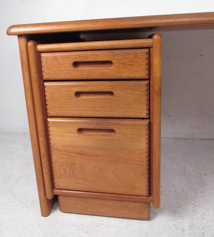 Impressive Danish Modern Executive Desk In Good Condition For Sale In Brooklyn, NY