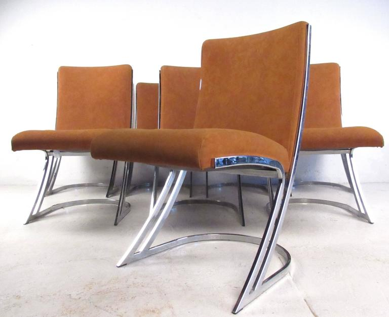 This Stunning Set Of Mid Century Style Dining Chairs Feature A Z Like Cantilever