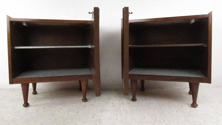 American Pair of Midcentury Nightstands by Hoke For Sale