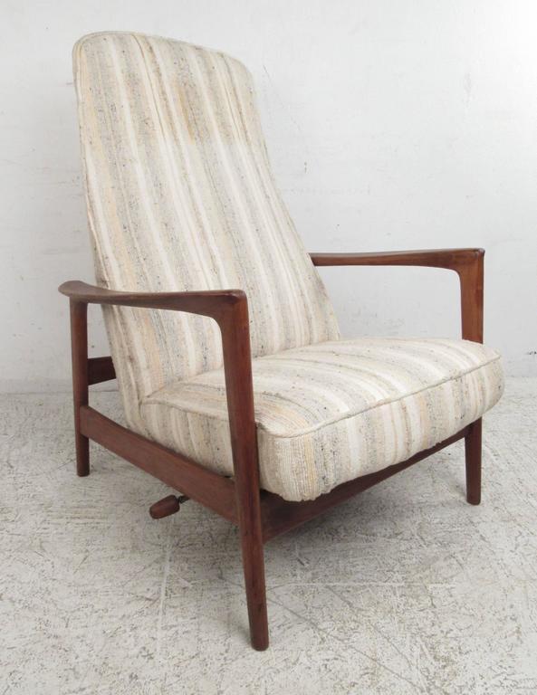 Scandinavian Modern Folke Ohlsson Reclining Lounge Chair for DUX For Sale