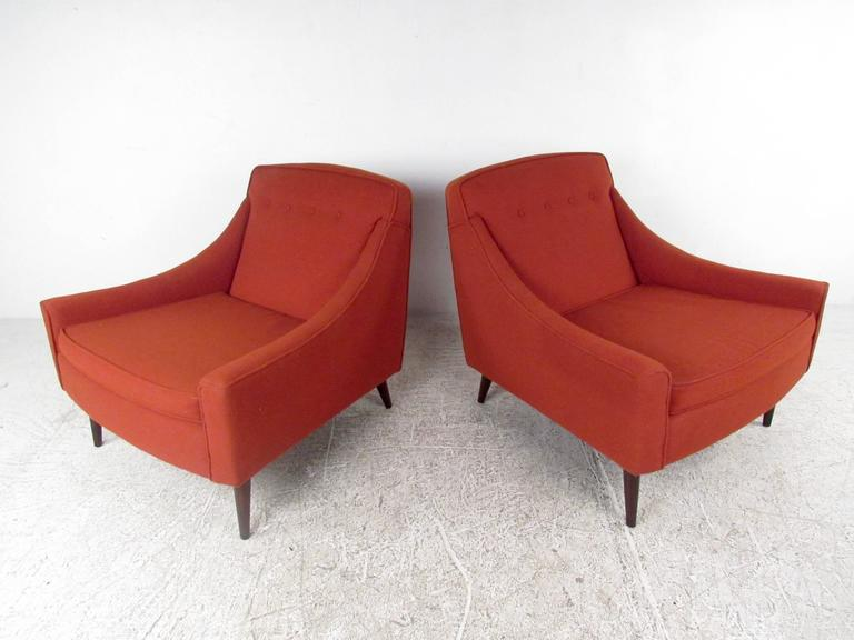 Scandinavian Pair of Stylish Mid-Century Modern Lounge Chairs For Sale